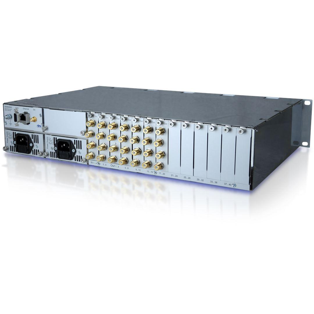 L-Band Distributing RF Matrix 8to4ty   DEV Systemtechnik